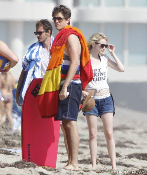 Эмма Стоун и Эндрю Гарфилд устроили вечеринку на пляже