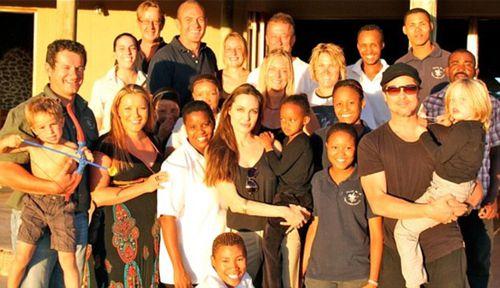 Анджелина Джоли и Брэд Питт с друзьями