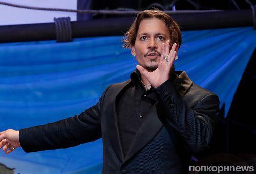 Джонни Депп приехал на премьеру «Пиратов Карибского моря 5» в Японию