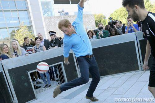 Принц Гарри продемонстрировал таланты футболиста
