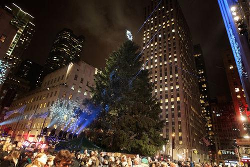 Звезды на церемонии первого зажигания огней на елке в Rockefeller Center