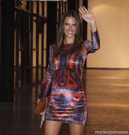 Беременная Алессандра Амбросио на Неделе моды в Бразилии