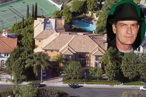 Безработный Чарли Шин продает свой дом
