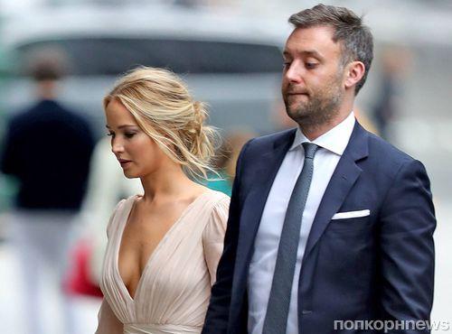 Фото: Дженнифер Лоуренс с женихом Куком Марони на вечеринке в честь помолвки