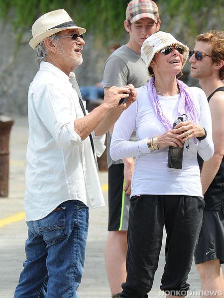 Стивен Спилберг с женой в Италии