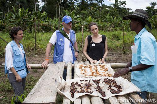 Анджелина Джоли встретилась с колумбийскими беженцами