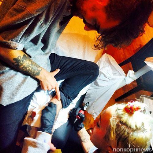 Майли Сайрус сделала татуировку своему лучшему другу