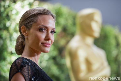 Анджелине Джоли запретили летать