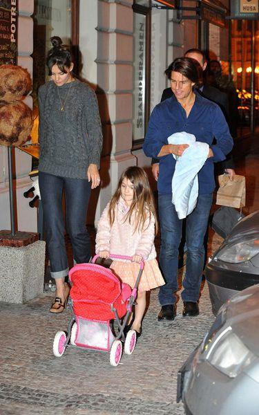 Том Круз, Кэти Холмс и Сури поужинали в ресторане