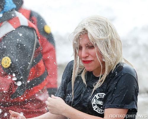 Леди Гага искупалась в замерзшем озере в рамках благотворительной акции