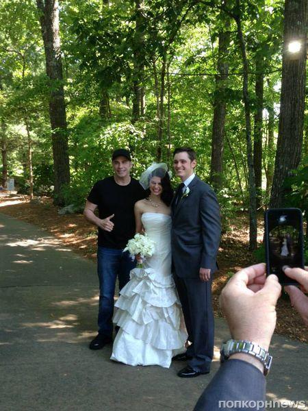 Джон Траволта заглянул на свадьбу фанатов