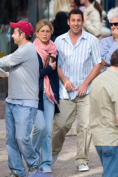 """Дженнифер Энистон и Адам Сэндлер на съемочной площадке фильма """"Жена-притворщица"""""""