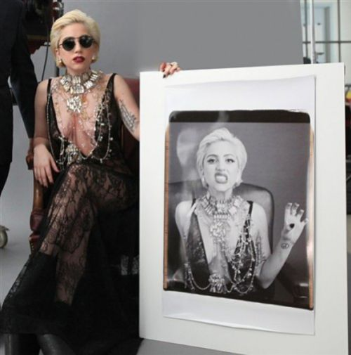 Lady Gaga запечатлена на Polaroid