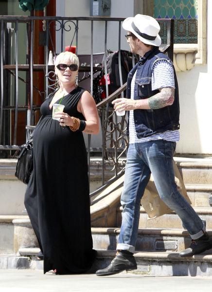 Беременная Пинк в Западном Голливуде