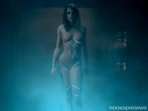 Тейлор Свифт снялась почти обнаженной в смелом клипе на песню Ready For It