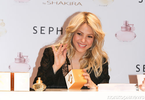 Шакира представила новый парфюм в Париже