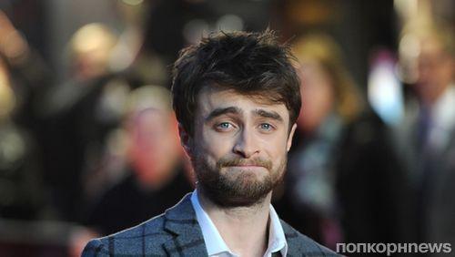 В трусах и с сигаретой: звезда «Гарри Поттера» Дэниел Рэдклифф отдыхает от съёмок нового фильма