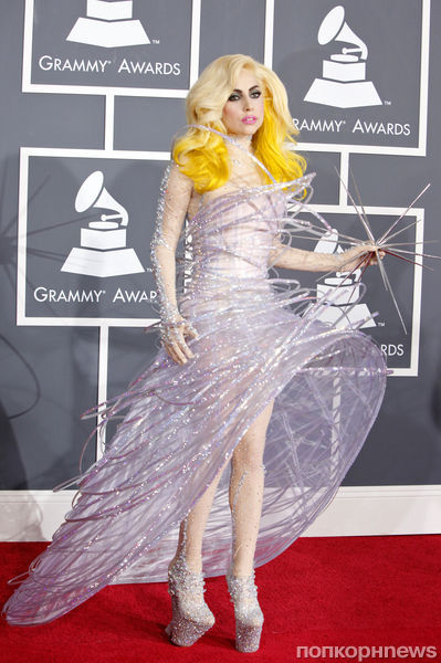 Джорджио Армани создал костюмы для Lady Gaga
