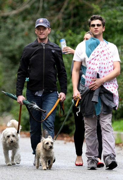 Нил Патрик Харрис с детьми на прогулке