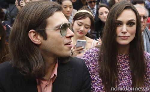 Фото: Кира Найтли с мужем на показе новой коллекции Chanel