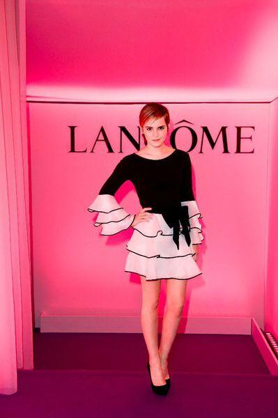 Эмма Уотсон в Париже представила новую туалетную воду Lancôme Trésor Midnight Rose