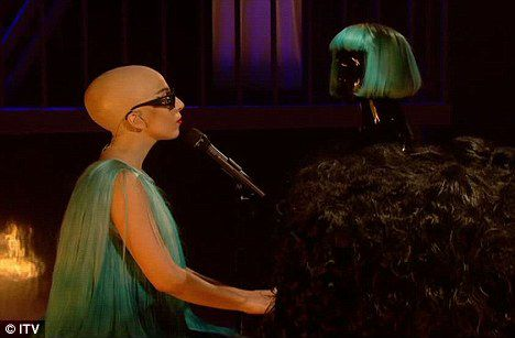 Lady GaGa стала лысой