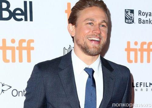 Чарли Ханнэм приехал на премьеру «Мотылька» на кинофестиваль в Торонто