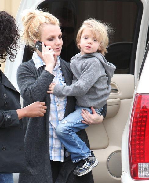 Бритни Спирс с сыном в Калабасасе