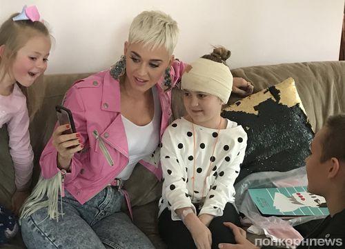 Кэти Перри навестила больную поклонницу в Австралии