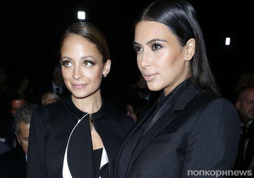 Ким Кардашьян призналась, что в детстве воровала косметику вместе с Николь Ричи