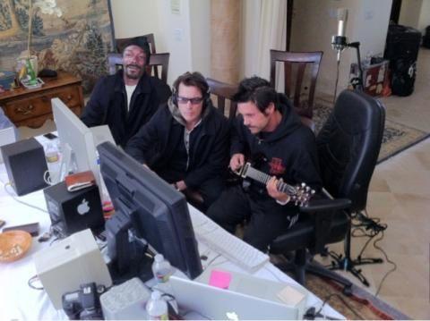 Чарли Шин записывает песню вместе со Snoop Dogg