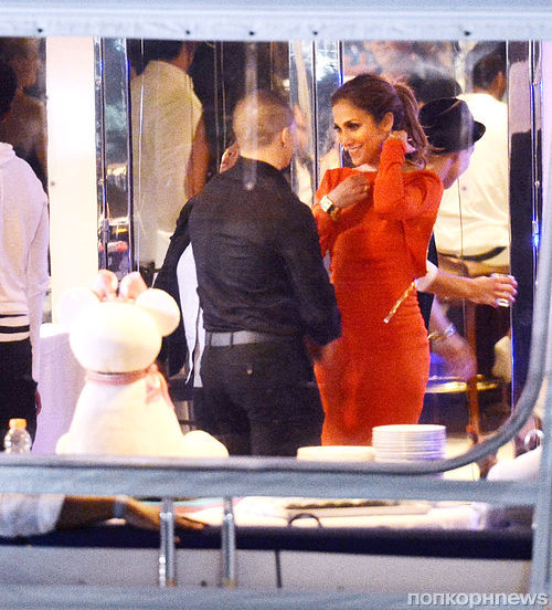 Дженнифер Лопес отметила день рождения вечеринкой на яхте