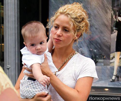 Видео: Шакира учит своего 6-месячного сына играть в футбол