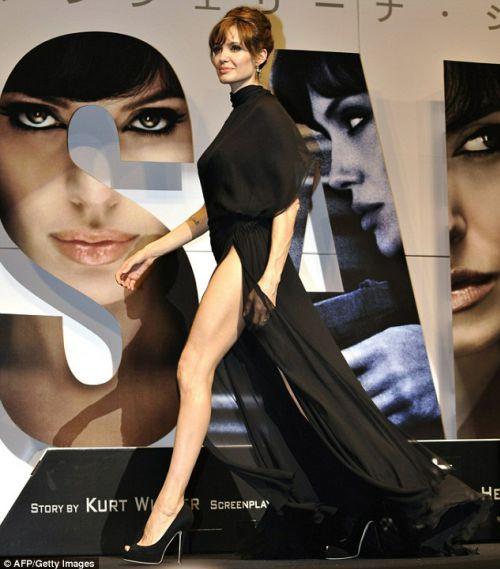 """Анджелина Джоли на премьере фильма """"Солт"""" в Токио"""