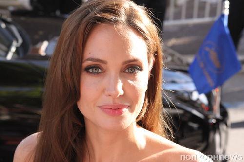 Анджелина Джоли в ярости от поведения свекрови