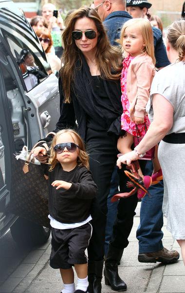 Анджелина Джоли с детьми в лондонском Аквариуме