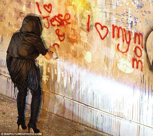 Линдсей Лохан разрисовала стену