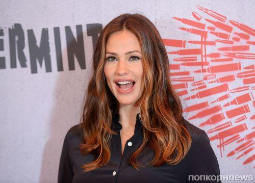 Дженнифер Гарнер представила свой новый фильм «Багровая мята» на фотоколле в Лос-Анджелесе
