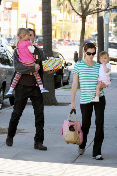 Бен Аффлек и Дженнифер Гарнер с дочками