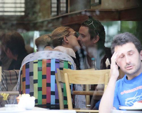 Кейт Хадсон с семьей в Лондоне