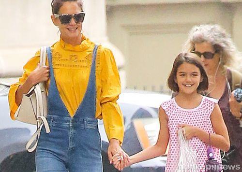 Кэти Холмс появилась на публике с повзрослевшей дочерью: фото