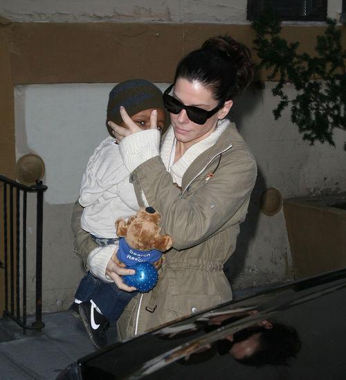 Сандра Буллок с сыном в Нью-Йорке