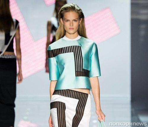 Модный показ новой коллекции Versace. Весна / лето 2015