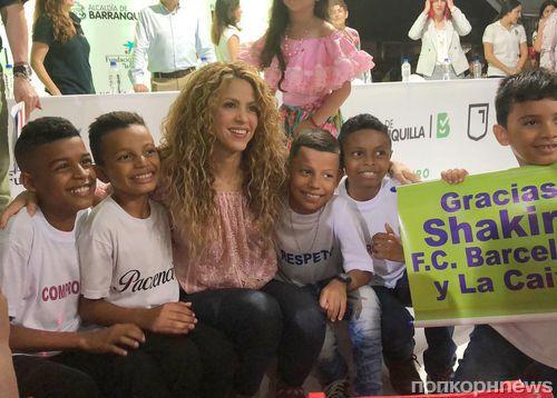 Шакира построит две детских школы в родной Колумбии