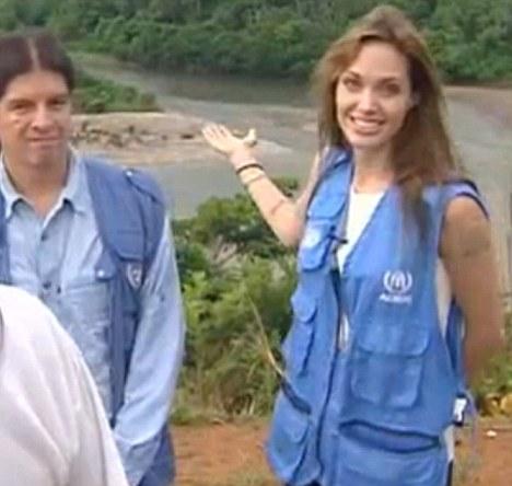 Анджелина Джоли посетила Гаити и Эквадор. Видео