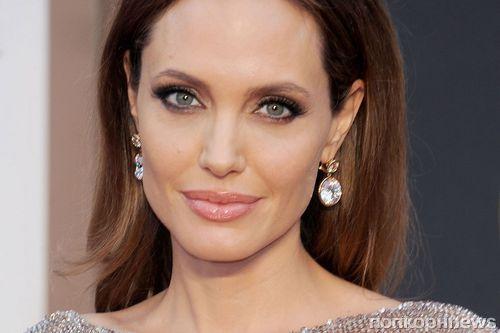 СМИ: Анджелина Джоли показала фото любовника