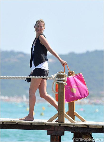 Кейт Мосс на пляже в Сен-Тропе