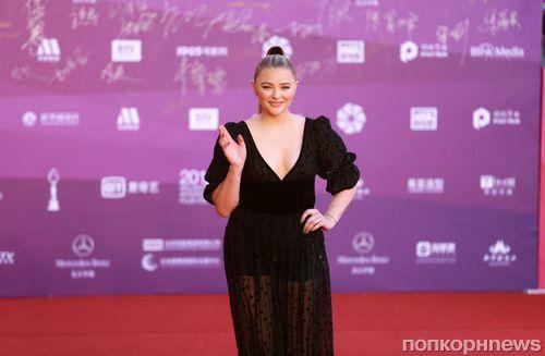 Фото: Хлоя Морец на красной дорожке кинофестиваля в Пекине