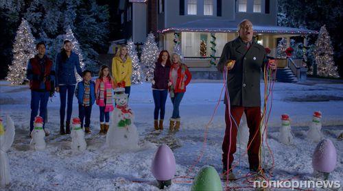 Чеви Чейз и Джульетт Льюис в рождественской рекламе Old Navy