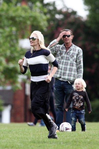 Гвен Стефани с семьей в парке Primrose Hill в Лондоне
